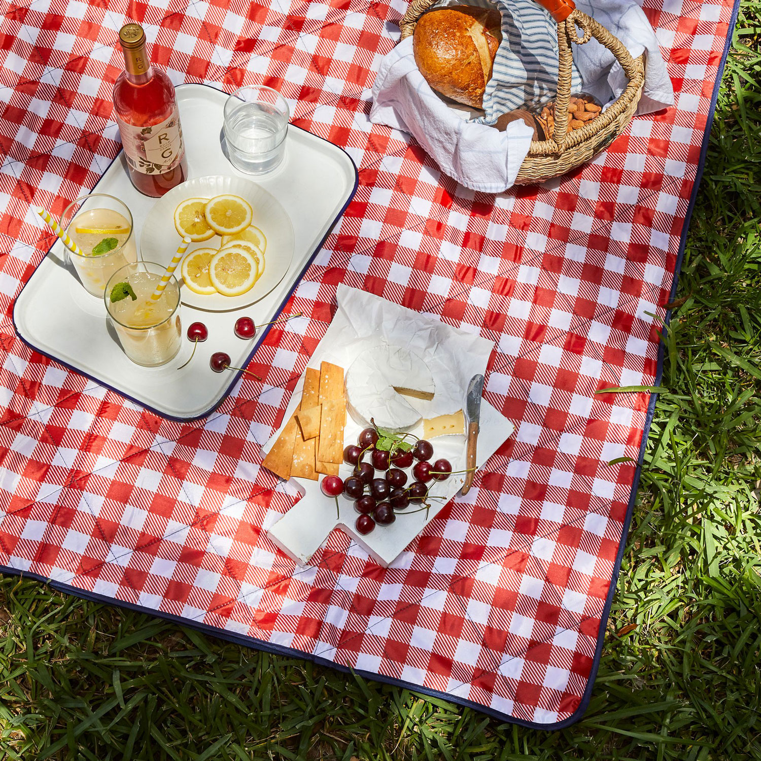 This Picnic Blanket Zips Up into a Tote, Making It Easy to Store and Carry